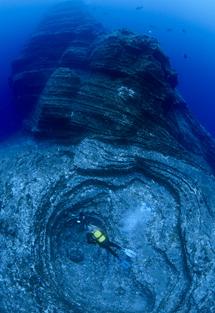 Una antigua colada de lava sumergida en El Hierro. | Carlos Mingell