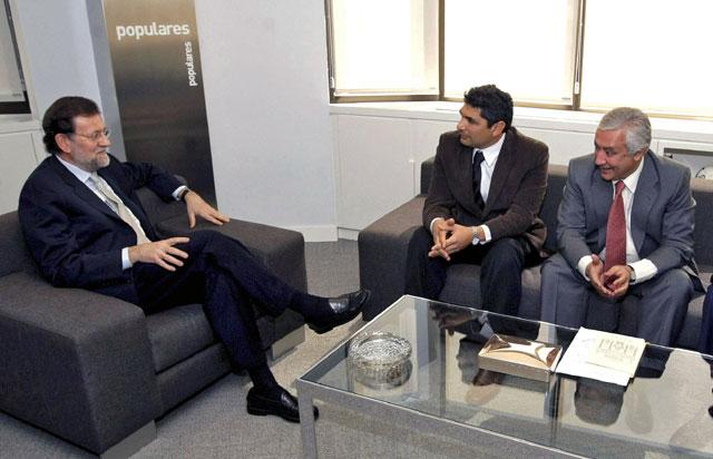 Juan José Cortés, entre Mariano Rajoy y Javier Arenas. | El Mundo