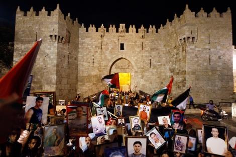 Protesta de palestinos en la parte vieja de Jerusalén. | Afp