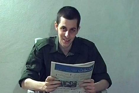 Guilad Shalit, en una foto hecha pública en 2009.| Reuters