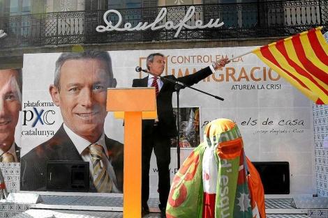 ICV quiere ilegalizar el 'racismo' de Plataforma per Catalunya.   C. Maury