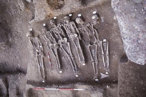 Esqueletos exhumados en el cementerio de Smithfield, en Londres.|Nature