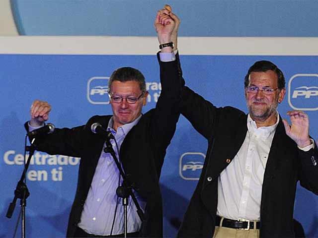 Gallardón y Rajoy celebran la victoria del PP en las elecciones del pasado mayo. (EM)