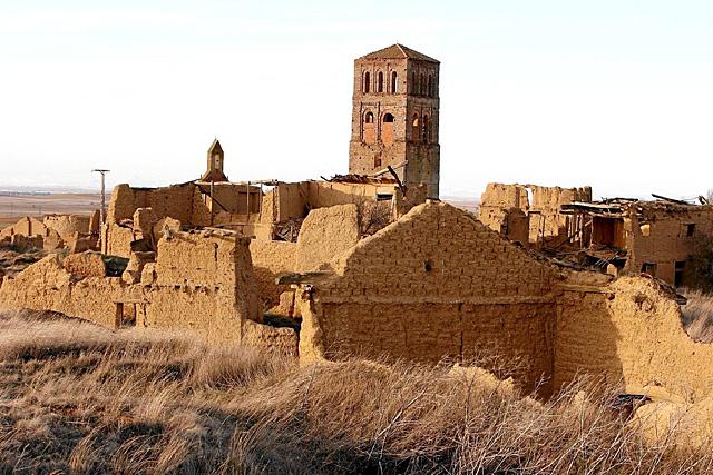 Iglesia de Villacreces, un pueblo abandonado del norte de la provincia de Valladolid.   J.M. Lostau