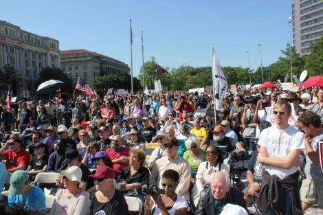 Manifestantes en la Freedom Plaza de Washington, en el centro de la capital de EEUU. | Efe