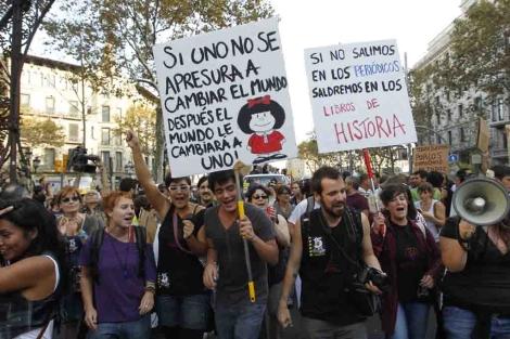 Algunas de las originales pancartas de la manifestación. | Domènec Umbert