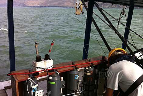 Un científico, en los trabajos dentro del barco.   Gobierno canario