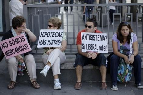 'Indignados' de Madrid protestan por el abuso en las hipotecas. | Efe