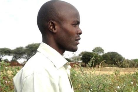 Un algodonero observa sus plantaciones | Orton Kiishweko