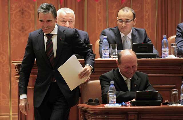 El secretario general de la OTAN, Anders Fogh Rasmussen, en el Parlamento de Rumanía. | Reuters