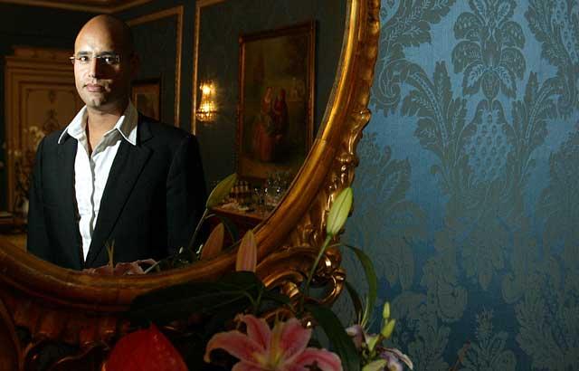 Saif al Islam, primogénito de Muamar Gadafi, en el Hotel Ritz de Madrid. | Foto: Kike Para