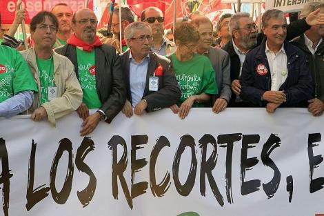 Fernández Toxo (CCOO) y Méndez (UGT), en la cabecera de la marcha.. | Efe