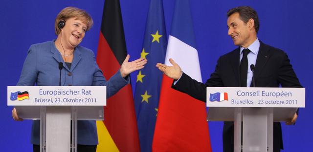 Angela Merkel y Nicolas Sarkozy, durante la rueda de prensa del consejo Europeo. | Ap
