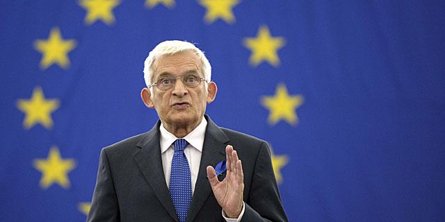 Jerzy Buzek, presidente del Parlamento Europeo, en una sesión celebrada en la cámara. | Efe