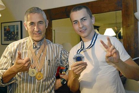 Jorge y Chicho Lorenzo en casa del piloto palmesano | El Mundo