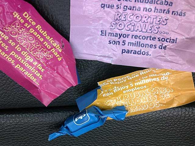 Algunos mensajes de los caramelos de campaña del PP. | El Mundo