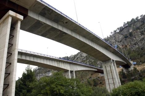 Los dos viaductos que conectan el Barranco de la Batalla. | R.Pérez