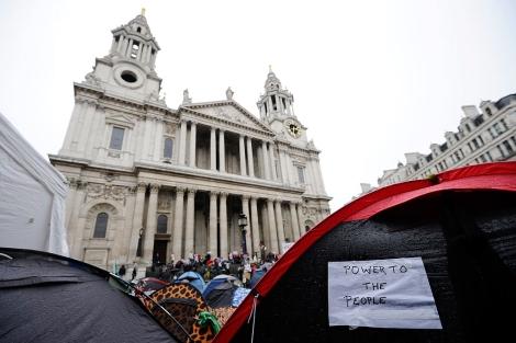Exteriores de la catedral londinense.   Reuters