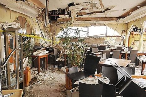 Vista de la terraza del café Argana tras el atentado.   Efe