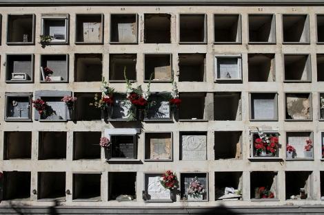 Nichos vacíos en el cementerio de San Miguel, en Málaga. | Carlos Díaz