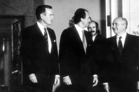 Bush, Juan Carlos I y Gorvachov en la Conferencia de Paz de Madrid (1991). | C. Miralles
