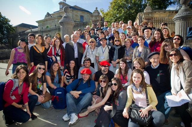 Visita en Gernika de los representantes de Casas Vascas del exterior. | Mitxi