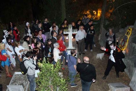 Visita teatralizada al Cementerio Inglés en Halloween. | C. Díaz