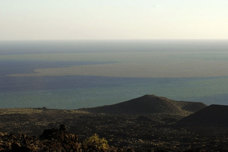 Imagen de la mancha presente en el mar de Las Calmas .   Gelmert Finol / Efe