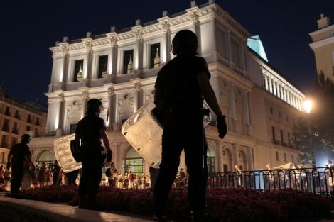 Policías en la plaza de Ópera. A. Heredia