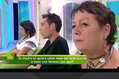 La chica, su novio y su madre, contando su historia en 'El Diario'. | ANTENA 3