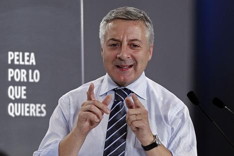 El ministro de Fomento, José Blanco, durante un mitin el pasado miércoles en Pamplona. | Efe