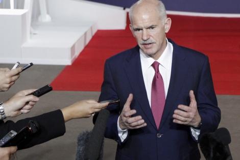 El primer ministro griego, Yorgos Papandreu, en Cannes (Francia). | Efe