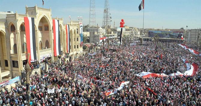 Imagen de una concentración en favor de Bachar al-Assad distribuida por la agencia oficial Sana.