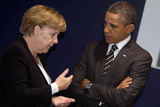 Merkel charla con Obama en la pasada cumbre del G-20, celebrada en Cannes. | Ap