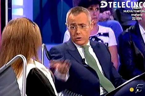 Momento en que Jordi González entrevista a la madre del Cuco en 'La Noria'.   EL MUNDO