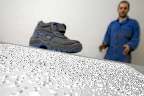 La superficie rugosa contribuye a reducir accidentes laborales en fábricas vascas. | Mitxi