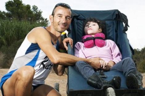 María y su padre en una de las carreras en las que han participado. | E.M.