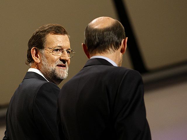 Mariano Rajoy y Alfredo Pérez Rubalcaba, en la academia donde se celebró el debate. | Diego Crespo