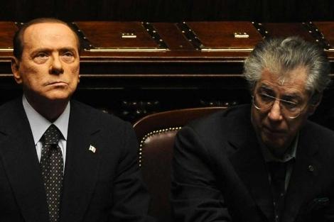 Berlusconi, junto a Bossi en el Parlamento italiano.  Afp
