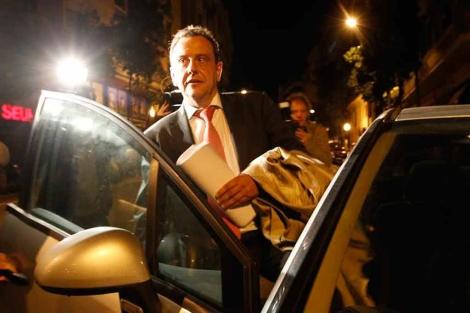 El fiscal Anticorrupción Pedro Horrach, tras registrar las oficinas de Urdangarin. | Q. García
