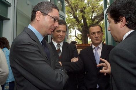 Fernando Autrán, segundo por la derecha, junto a Pedro Calvo y Gallardón.   Ayto. Madrid