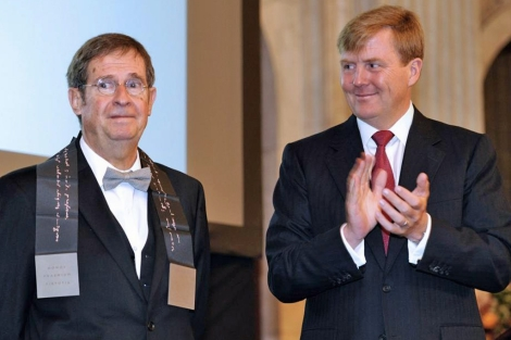 Busquets y el príncipe Guillermo de Holanda en la ceremonia.   Efe
