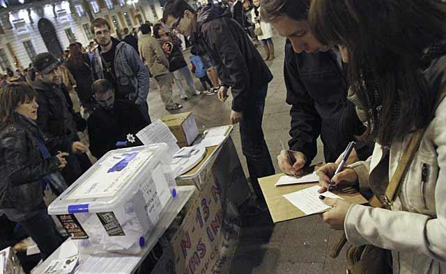 Urnas colocadas este fin de semana por el 15-M para recoger las propuestas ciudadanas. | Efe