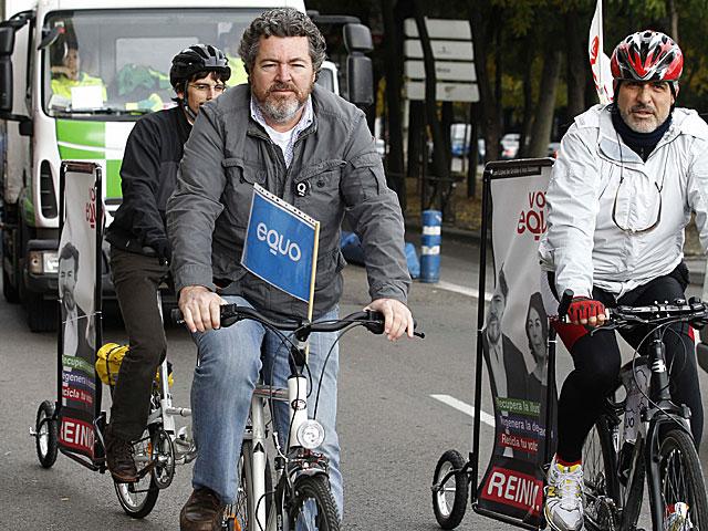 Juan López de Uralde, durante el recorrido ciclista por las calles de Madrid. | Efe