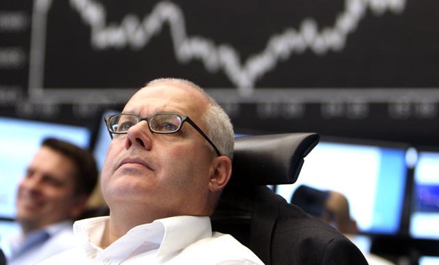 Un operador en la Bolsa de Francfort. | AP