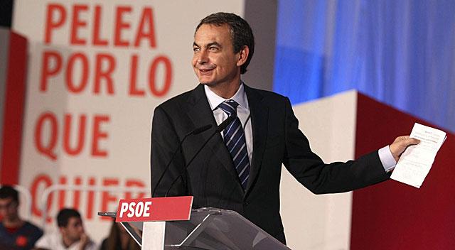 Zapatero, durante su intervención en el mitin de Elche.   Efe/Morell