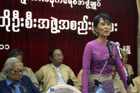 Aung San Suu Kyi en la reunión del comité central de su partido. | Afp