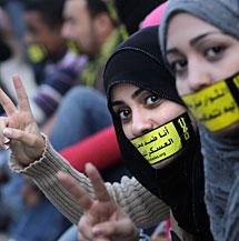 'No a los juicios militares de civiles'. AP