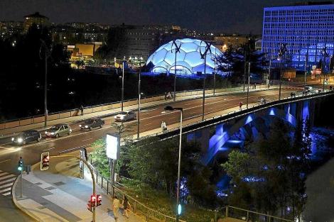 Cúpula del Milenio y alrededores iluminados. | Montse Álvarez
