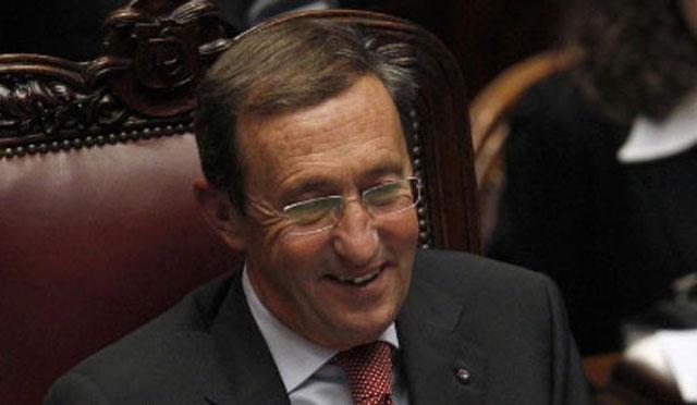 Gianfranco Fini sonríe durante una sesión parlamentaria. | REUTERS